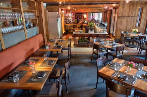 A view of the interior of the restaurant Mediterra