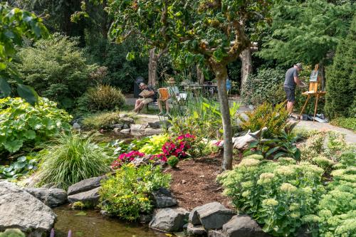 Painters in the botanical garden painting scenery
