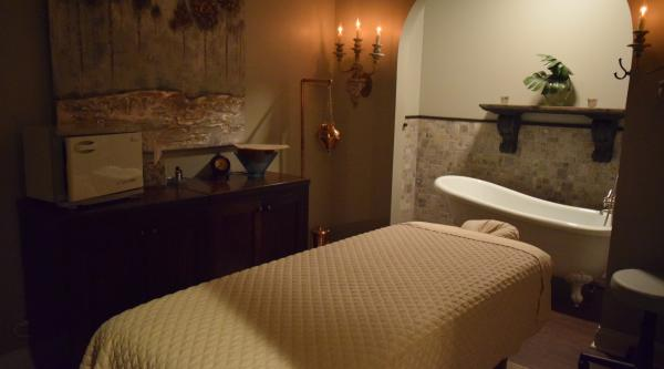 Woodhouse Day Spa Bed
