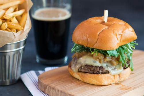 EATS Kitchen & Bar Cheeseburger