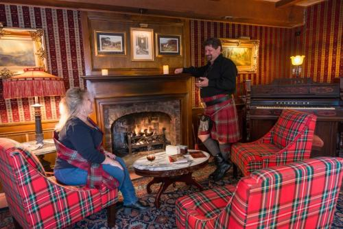 Drinks by the fireplace at the Brae Loch Inn