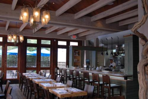 the interior of the restaurant Mistral