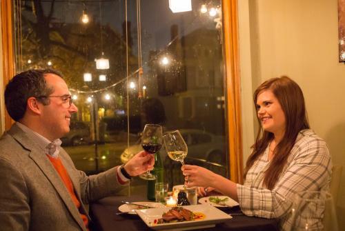 Couple having dinner at Note Wine Bar in Harrisburg, PA