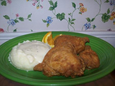 Mayberry Cafe fried chicken and mashed potatoes