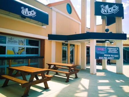 mac's pizza patio