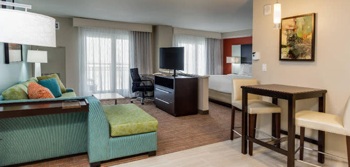 Daytona Beach Hotel with Kitchenette