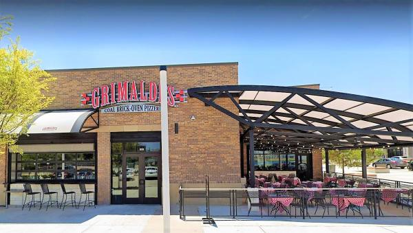 With ample outdoor seating, visitors to Grimaldi's pizzeria can enjoy their meal while soaking up the Texas sun.
