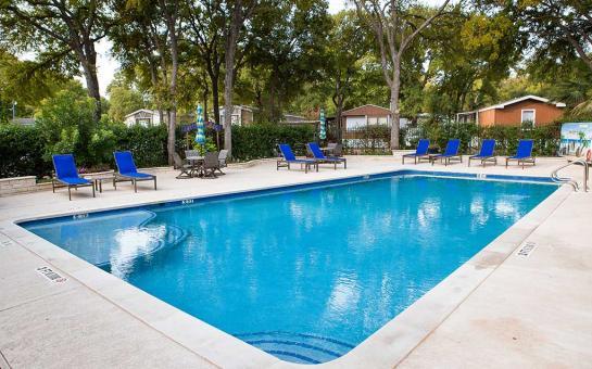 Royal Palms RV Pool