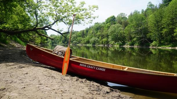 canoe by thames river