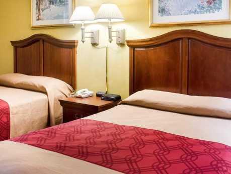 Econo Lodge Guest Room