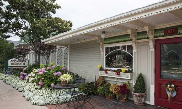 Apple Farm Restaurant Entrance0.jpg