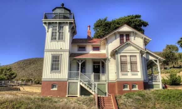Lighthouse_thumb30.JPG