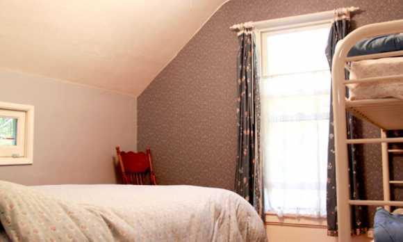 dorm_room2.jpg