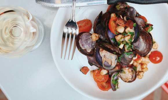 'fork & knife' clams