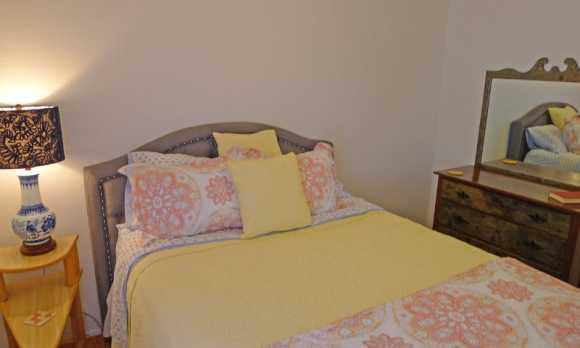 Queen size bedroom 2.jpg