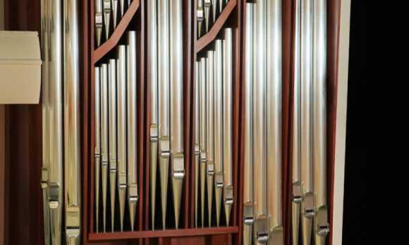 pipe organ cedit Bert Forbes.jpg