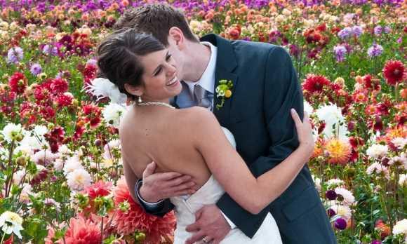 Wedding couple in garden WEB.jpg