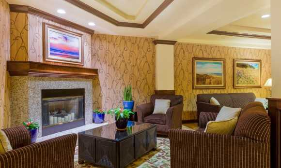 Holiday-Inn-Express-Suites-Atascadero-Lobby-low res.jpg
