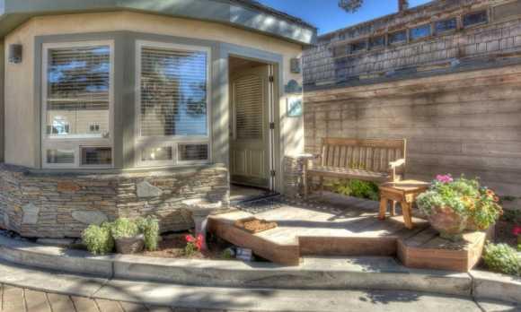 Moonstone-Cottages-1112_3751_3_5-Sharp SMALL0.jpg