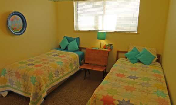 twin bedroom 2.jpg