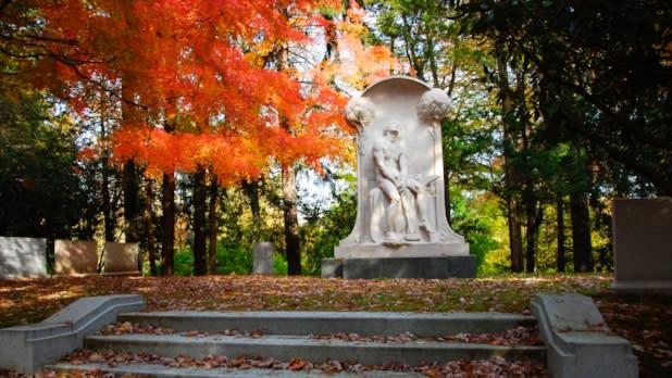 Sleepy Hollow Cemetery - Photo by Jim Logan - Courtesy of Sleepy Hollow Cemetery
