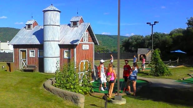 Barnyard Swing Mini Golf & Family Fun Center