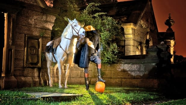 Haunted house display of the headless horseman