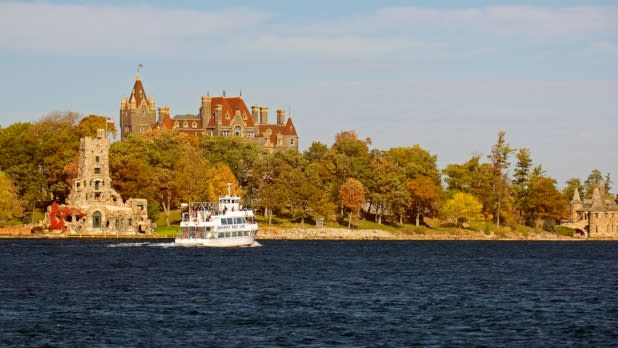 Boldt Castle on Heart Island and boat cruise