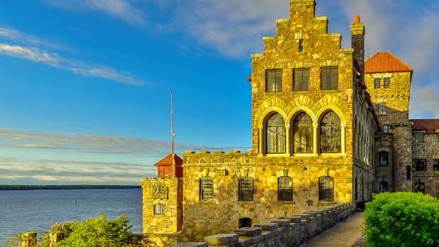 Singer castle