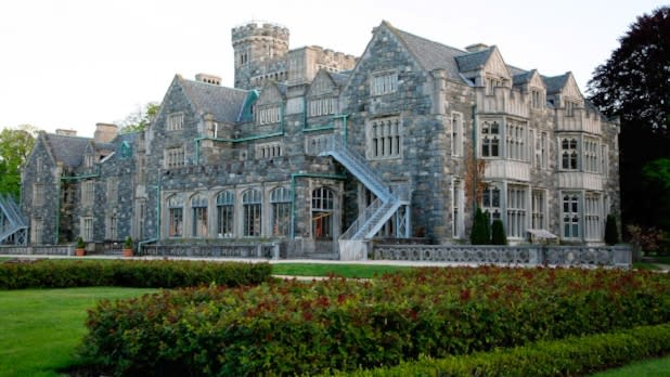 A mansion built of stone on Long Island's Gold Coast