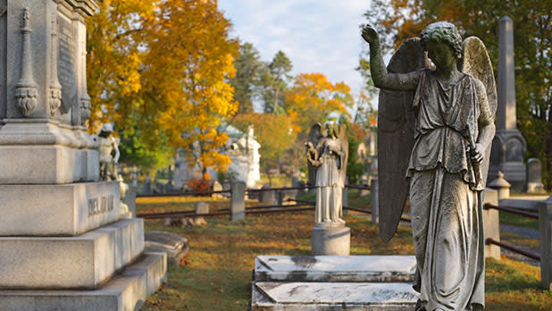 Graves and statues at Sleepy Hollow Cemetery