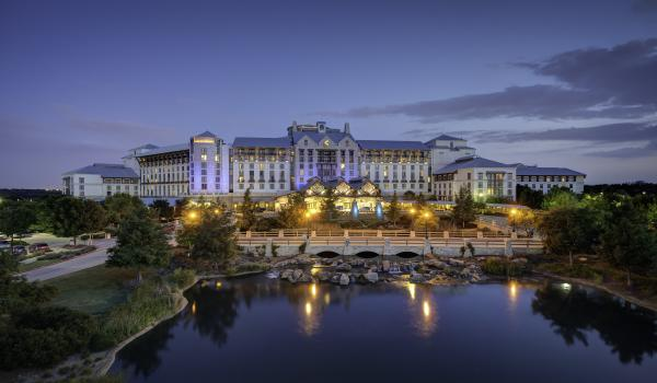 Gaylord-Texan-Resort-at-night-2