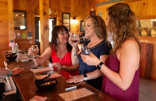 cassel-vineyards-of-hershey-wine-tasting-wineries