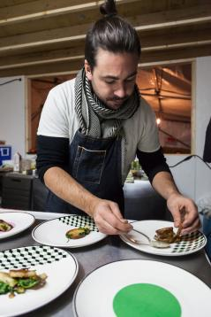 Chef Mandel Hitzer of RAW: Churchill pop-up restaurantin Manitoba