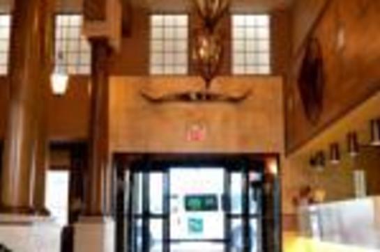Quality Inn & Suites Airport Shuttle/Lobby_Thumb