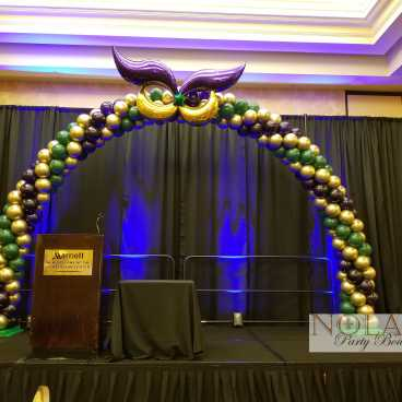 Mardi Mask Balloon Arch
