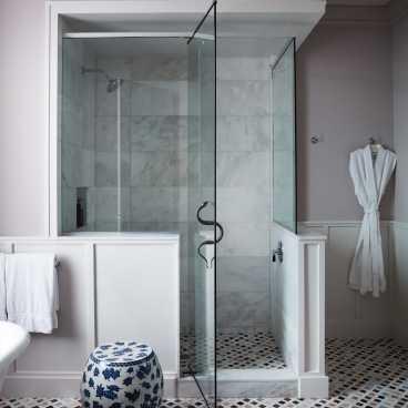 Suite Bathroom Shower