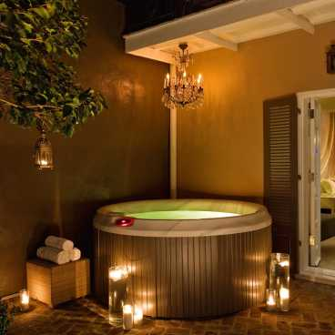 Studio Suite Private Courtyard with Jacuzzi