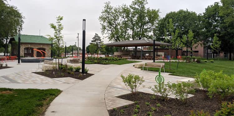 Thompson-Park-Plaza