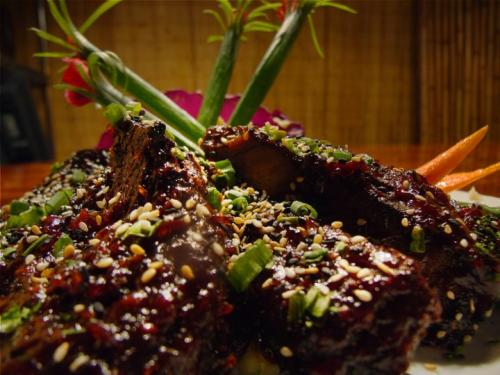 No Ka Oi has a variety of Hawaiian-inspired beef, fish, and pork dishes! (Photo courtesy of No Ka Oi)