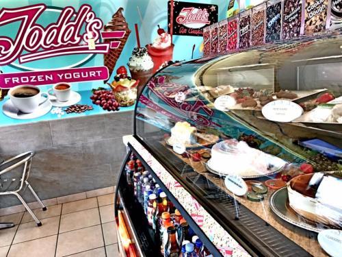 Todd's Frozen Yogurt Interior