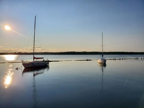 canandaigua-lake-still-water