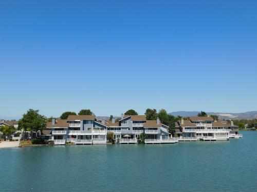Houses on the water in Irvine, CA