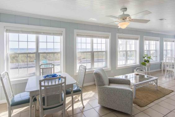 Breakfast Nook and Seating Area