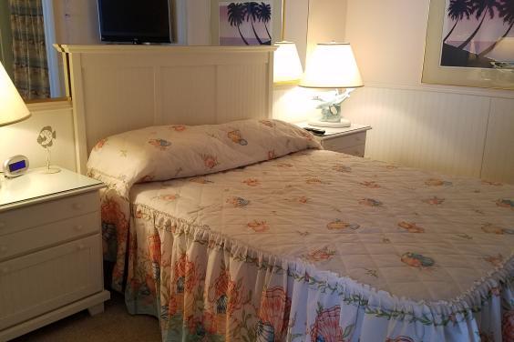 king bed in the bedrrom