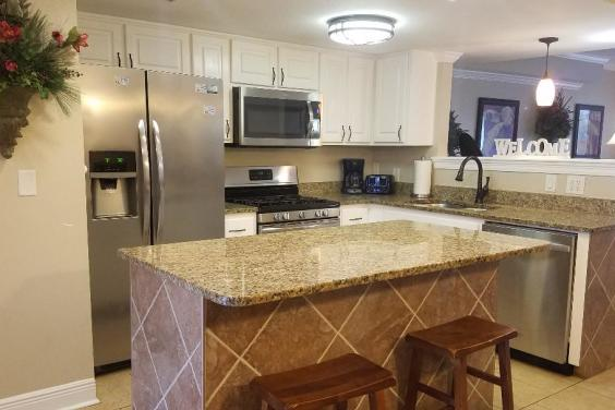 Full Kitchen with granite & stainless appliances