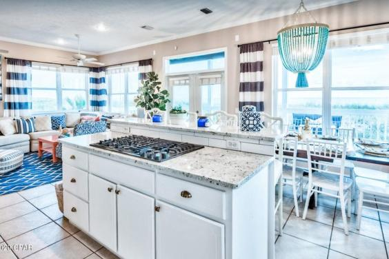 Beautiful, open kitchen lets you keep your eye on the waves at all time!