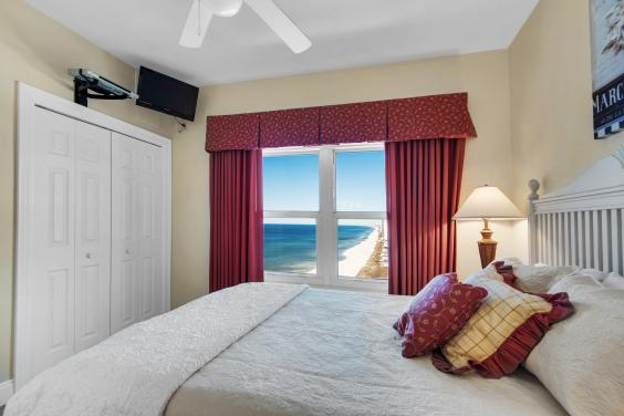 Stunning 2nd master with a view of the ocean and beach, flat screen tv & dvd player!