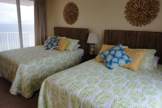 3rd Bedroom with 2 Queen beds and private balcony on the Gulf