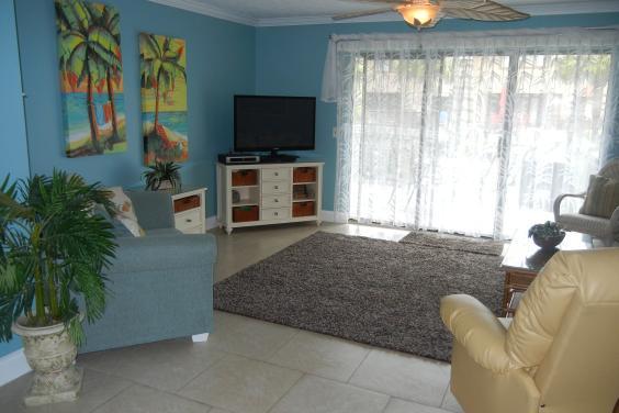 203 St. Katherine Living Room